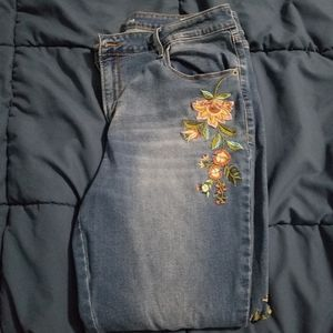 Old Navy embroidered rockstar skinny jeans